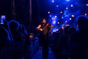 Ara Malikian en plena actuación en fiestas de Zuera